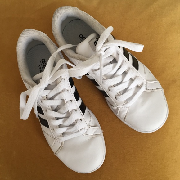 adidas Other - Adidas Kid s Baseline K Sneakers Size 1 Classic! 5a534a69e